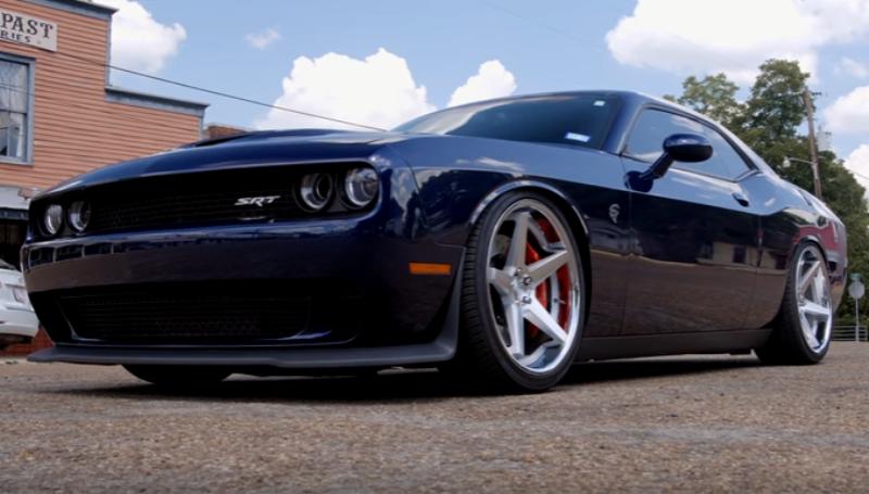 dodge hellcat challenger modern muscle car
